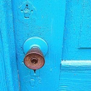 blue-door-e1511309953154